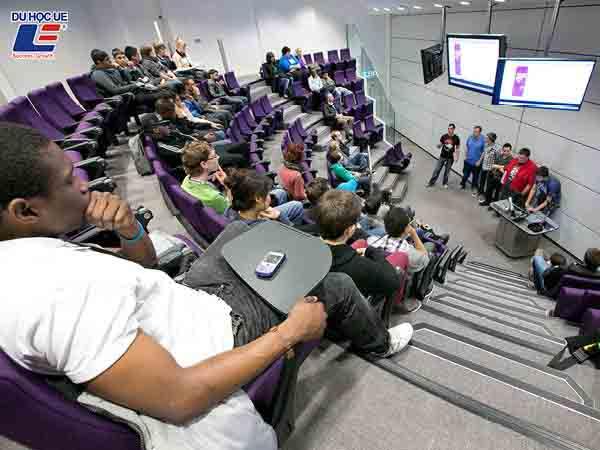 Học bổng tại trường Đại học Coventry 2