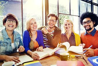 Làm sao để ở lại Mỹ hợp pháp sau khi tốt nghiệp?