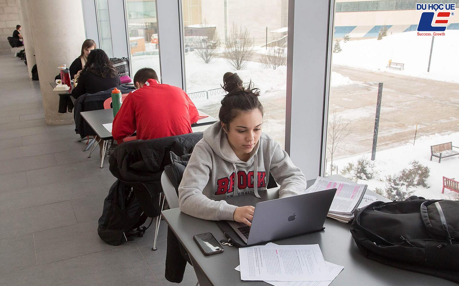 Nhận 16.000 CAD bằng học lực xuất sắc tại Brock University  4