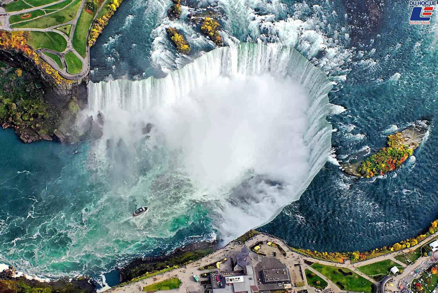 Những địa điểm nên ghé thăm khi đến Canada 1