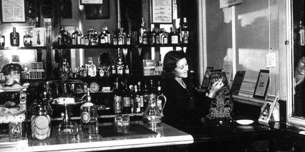 Nguồn gốc và giá trị văn hóa của Pub 9