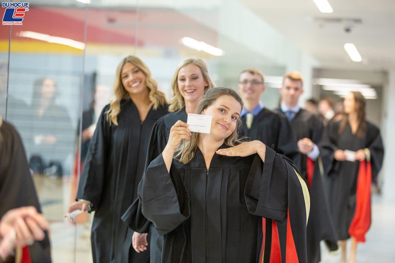 Săn học bổng 20,000 CAD tại University Of Guelph